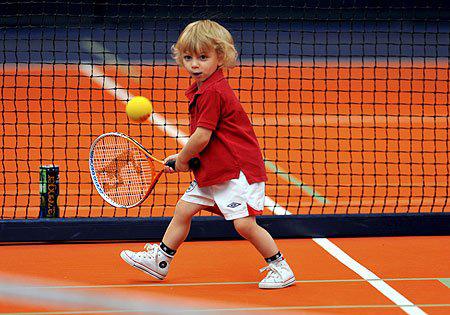 孩子學網球家長的陪伴必不可少